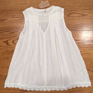 Blu Pepper White Small Keyhole Neckline Lace Top